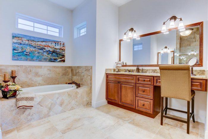 Synergy Homes Bellaire Master Bathroom