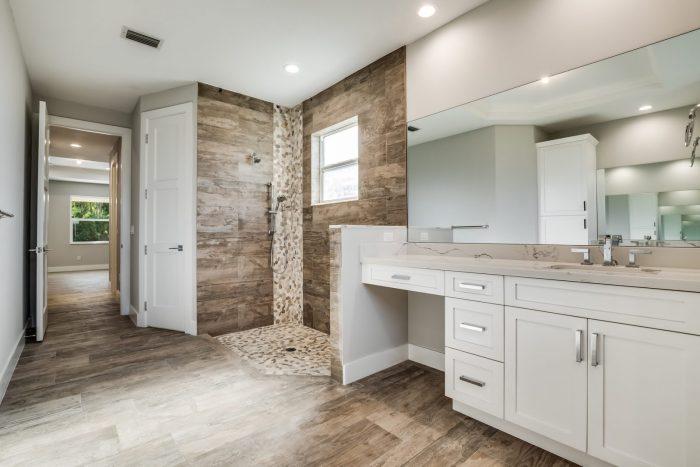 Davenport Home Model | Master Bathroom